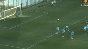 Kevin Prince Boateng, la sua punizione durante l'allenamento del Barcellona fa discutere: VIDEO