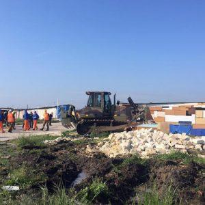Borgo Mezzanone, incendio nella baraccopoli di migranti: un morto