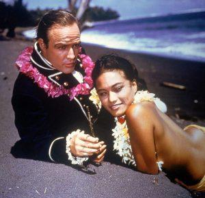 Chiara Ferragni e Fedez in Polinesia: 3mila euro al giorno nell'atollo che fu di Marlon Brando
