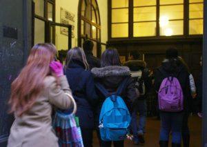 Pistoia, ubriaca a scuola vittima di bullismo: tutti bocciati