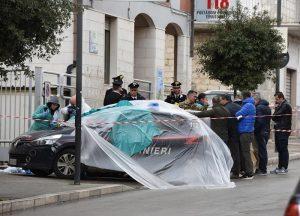 Cagnano Varano (Foggia), sparatoria nella piazza principale: carabiniere muore