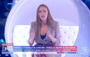 """Live - Non è la D'Urso,  Karina Cascella contro Nina Moric: """"Sei fragile mentalmente"""""""