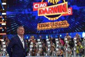 Ciao Darwin rinviato, cugino concorrente: rischia paralisi, silenzio da tutti