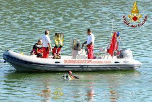 Lago di Como, due cadaveri ripescati dai Vigili del Fuoco (foto Ansa)