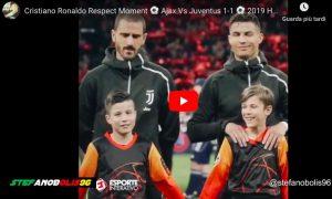 Cristiano Ronaldo accarezza la mascotte prima di Ajax-Juventus, il VIDEO è commovente