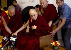 Il Dalai Lama ricoverato in India per un'infezione ai polmoni