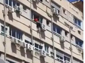 Napoli, donna tenta di lanciarsi da finestra ospedale Santobono
