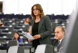 """Elisabetta Gardini lascia Forza Italia: """"A Berlusconi raccontano un partito che non esiste"""