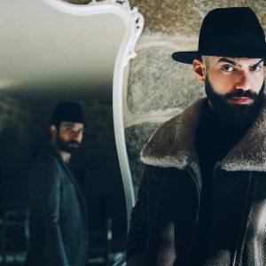 En?gma e Booriana. L'intervista: ''Il mio nuovo album tra Sardegna, Ninjutsu e... Henrik Larsson''