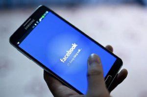 Facebook accantona 3 miliardi per possibile multa per la privacy (foto d'archivio Ansa)