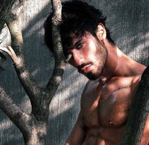 Grande Fratello: Gaetano Arena, chi è il concorrente che assomiglia a Johnny Depp