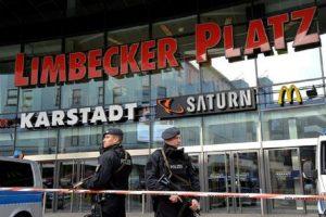 Germania, scambia l'acceleratore per il freno, anziano finisce in un centro commerciale col Suv: 9 feriti (foto d'archivio Ansa)