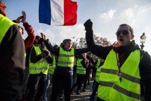 Gilet gialli, è la guerra dei francesi alle troppe tasse