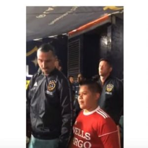 Zlatan Ibrahimovic consola il bambino nervoso