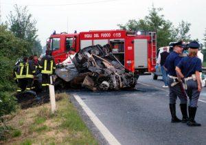 Rauscedo (Pordenone): auto fuori strada, morti ragazzo di 19 anni e ragazza di 17
