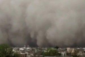 India, tempesta di sabbia investe la città, come in un film VIDEO