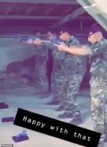 Kabul, paracadutisti britannici usano il volto del laburista Jeremy Corbyn come target2