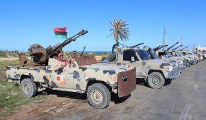 """Libia, premier Serraj al generale Haftar che avanza: """"Traditore, reagiremo. Appello Onu per civili, missili a sud di Tripoli"""