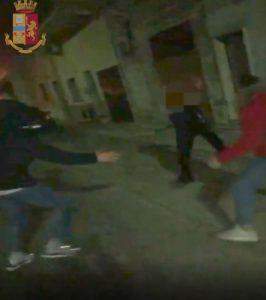 """Manduria: così ridevano mentre torturavano Antonio Cosimo Stano. """"Aiuto Polizia"""", e giù botte. VIDEO"""