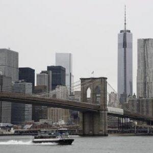 """New York, due tombini esplodono a Manhattan: 4 feriti. Polizia: """"Corto circuito"""" (foto d'archivio Ansa)"""