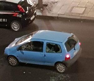 Roma, lite in Viale Marconi tra un uomo e una donna: lui le spacca l'auto