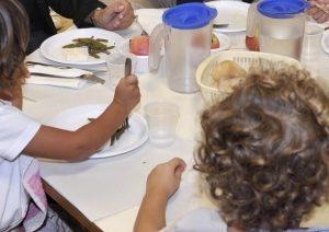 Minerbe (Verona), genitori non possono pagare la mensa: alla figlia tonno e cracker a pranzo