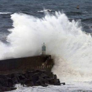 Maltempo Sardegna e Sicilia: turista francese morto in un mare