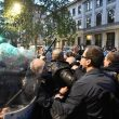 Milano, scontri tra militanti di destra e polizia al corteo per Ramelli: un manifestante rianimato a terra 08