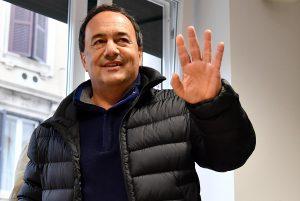 Mimmo Lucano rinviato a processo per gestione migranti a Riace