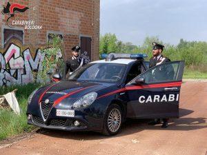 Bologna, minaccia di morte due donne e abusa di loro