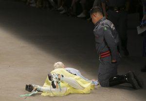 Brasile, modello Tales Soares muore durante una sfilata di moda. Aveva 26 anni