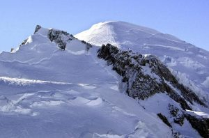 Monte Bianco più protetto dagli alpinisti della domenica, per ora sul versante francese