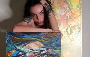 """Nina Moric pittrice in mostra a Milano. """"Non sono Van Gogh e non voglio fare la sua fine"""""""