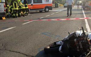 Monterotondo, incidente sulla via Salaria: moto contro furgone, morto un 62enne