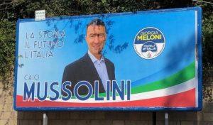 """Caio Giulio Cesare Mussolini, critiche social: """"Il font fascio no!"""""""