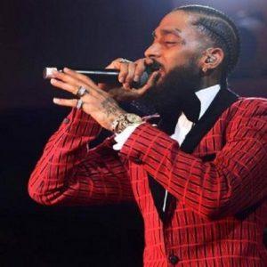 Il rapper Nipsey Huslle ucciso a colpi di pistola dinanzi al suo negozio