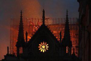 Notre-Dame, quell'incendio descritto da Victor Hugo nel 1831 (foto Ansa)