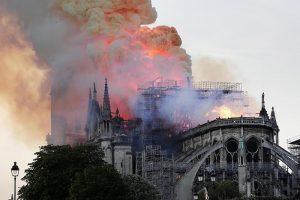Notre Dame incendio, non c'è limite al peggio...in tv