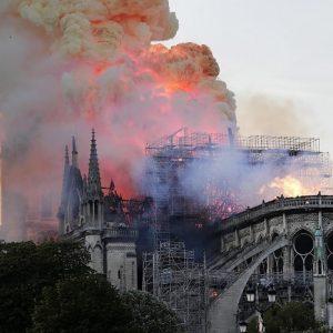 Notte Dame, Emmanuel Macron e la politica dell'incendio