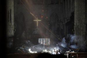 Notre-Dame, prime immagini interno: cosa si è bruciato, cosa si è salvato 02