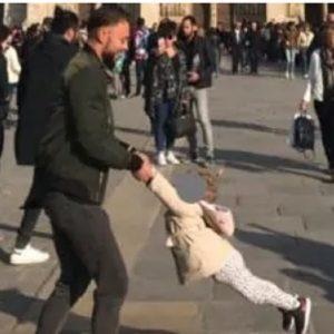 Notre-Dame: l'abbraccio tra padre e figlia un'ora prima dell'incendio