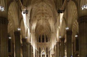 New York, arrestato con due taniche di benzina nella cattedrale di St. Patrick. Aveva un biglietto per Roma