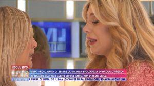 Paola Caruso incontra la presunta madre biologica a Live Non è la D'Urso