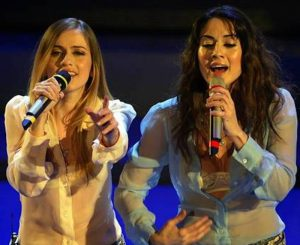 YOUTUBE Paola e Chiara reunion (in playback) al party di Carlo Mengucci