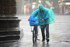 Meteo, ancora pioggia, grandine e neve fino al 25 aprile