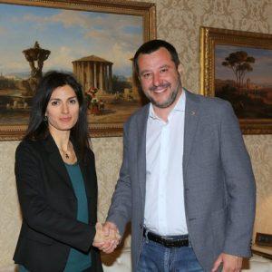 Armando Siri e Virginia Raggi: dimissioni a spinta. M5s: via lui. Lega: via lei!