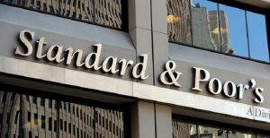 Standard and Poor's lascia invariato il rating dell'Italia ma outlook resta negativo (foto Ansa)