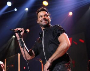 Ricky Martin non ci sarà nella puntata di Amici di Maria De Filippi