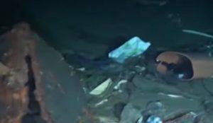 Stretto di Messina è una discarica: migliaia di rifiuti in mare, c'è anche un'auto