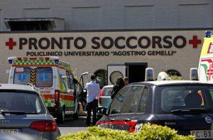 Roma, ragazzo di 16 anni ferito da colpi di pistola e scaricato davanti al Gemelli